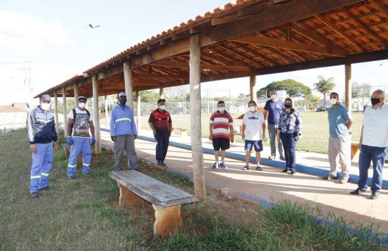 Prefeitura remodela cancha de malha no Jardim América