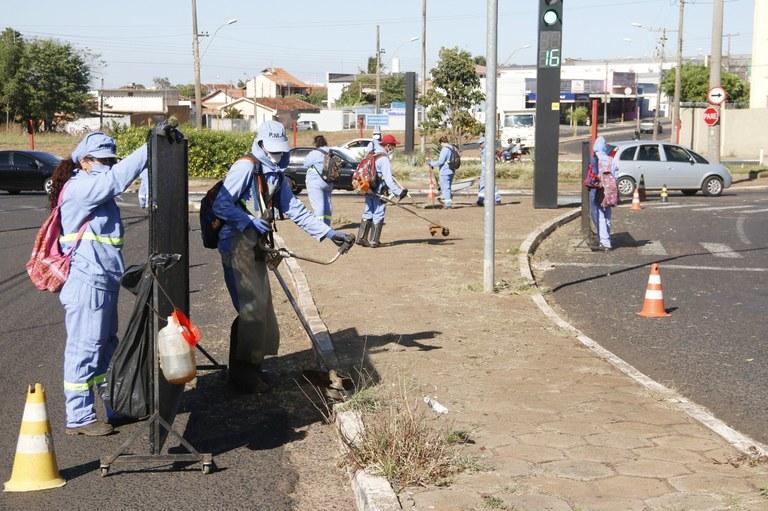 Prefeitura realiza manutenção em diversos bairros