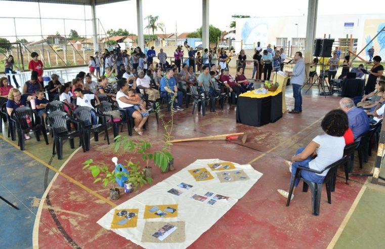 Projeto de hortas comunitárias de Edinho Silva promove alimentação e dignidade